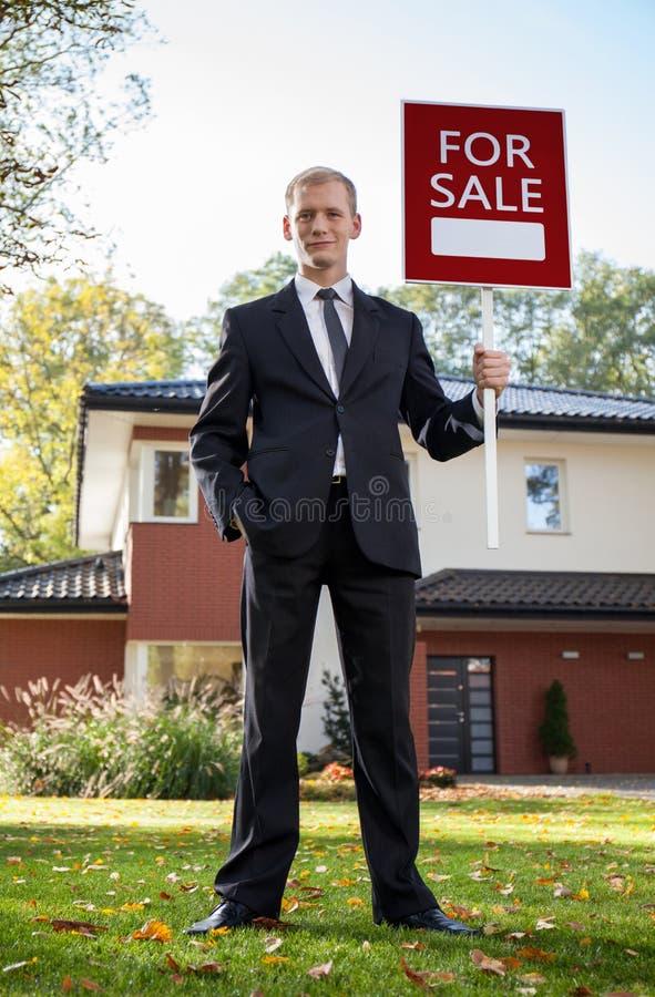 Маклер по операциям с недвижимостью стоковые фото