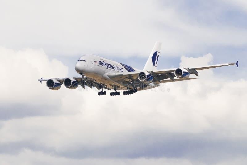 Малайзийские земли самолета авиакомпаний в Лондоне стоковая фотография