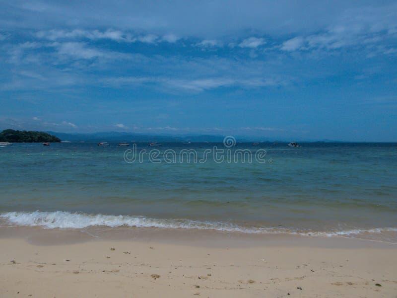 Малайзия - песчаный пляж на острове стоковые изображения rf