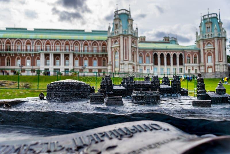 Малая бронзовая модель дворца и парка Tsaritsyno стоковое фото rf