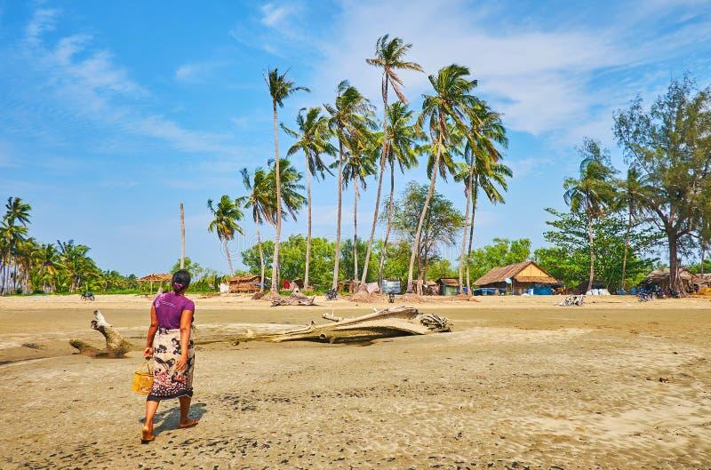 Малая деревня на заливе Бенгалии, зоны пляжа Chaung Tha, Myanm стоковое фото