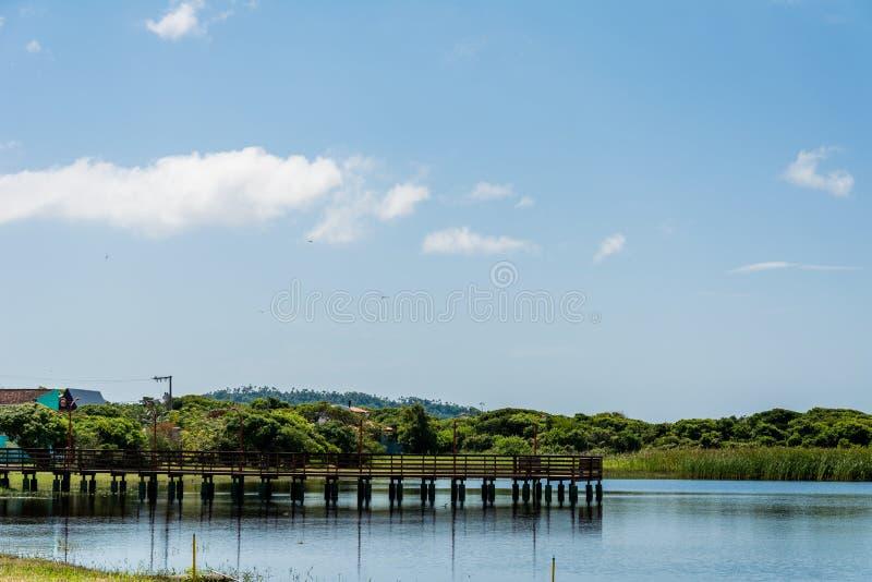 Малая лагуна с деревянным мостом стоковое фото