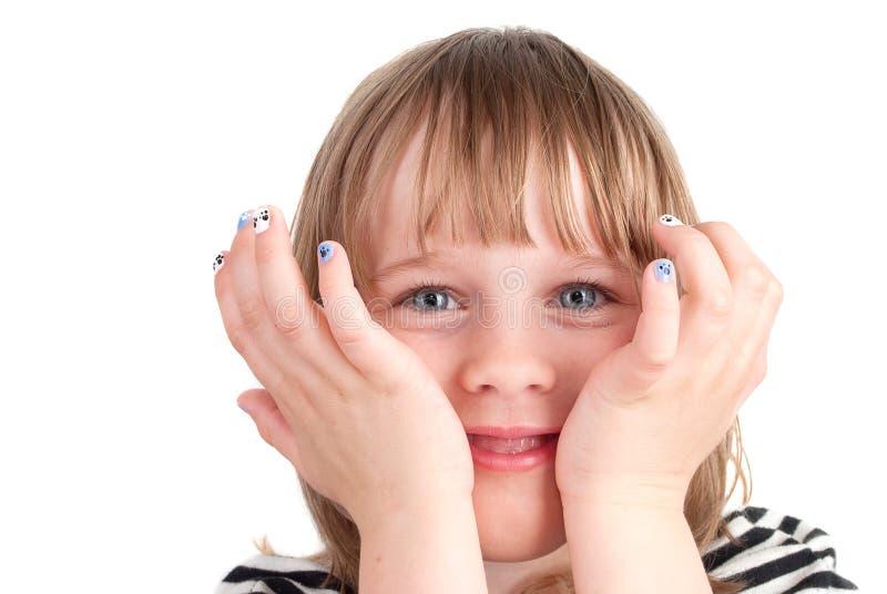 Малая милая девушка с портретом manicure способа стоковые изображения rf