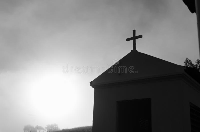 Малая церковь в середине хинтерланда стоковое фото rf