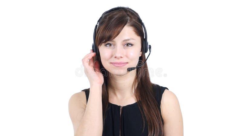 Маленькая девочка говоря на наушниках, центре телефонного обслуживания стоковое изображение