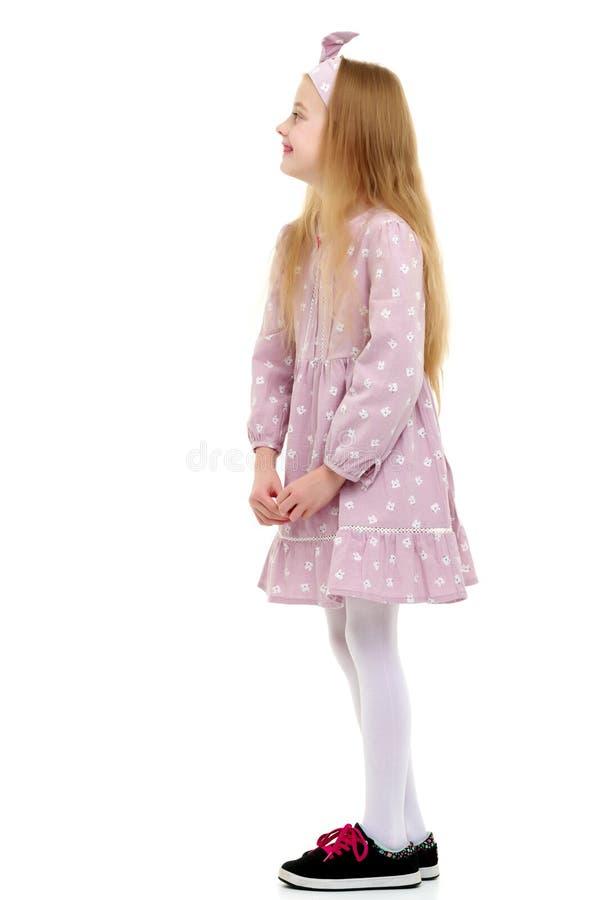 Маленькая девочка думает стоковая фотография