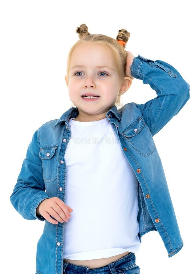 Маленькая девочка думает стоковые фото