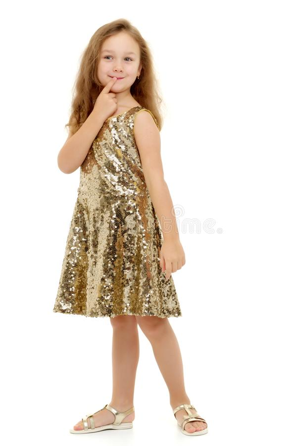 Маленькая девочка думает стоковая фотография rf