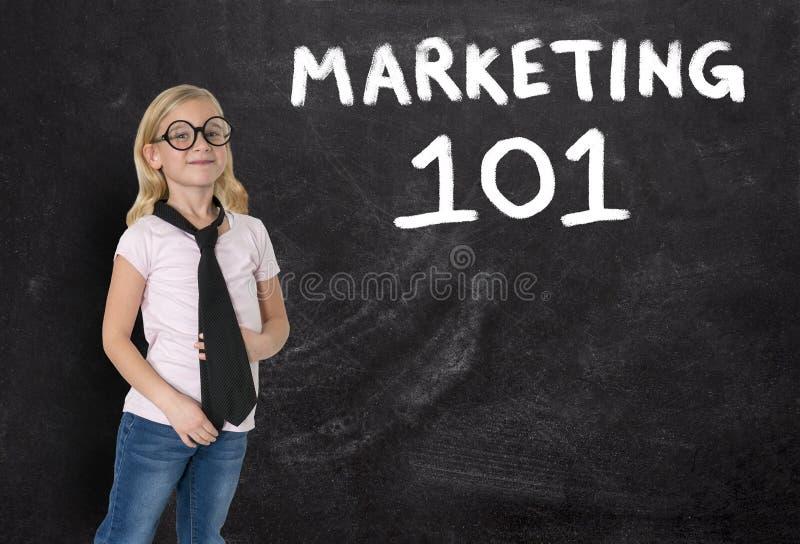 Маленькая девочка, коммерсантка, маркетинг, продажи, дело стоковые фотографии rf