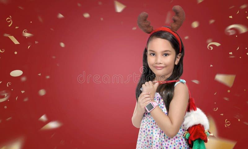 Маленькая девочка с предпосылкой рождества стоковое изображение