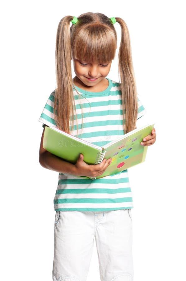 Маленькая девочка с ученическими книгами стоковые фотографии rf