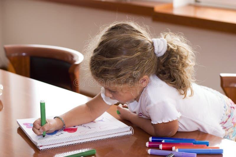 маленькая школьница стоковое изображение rf