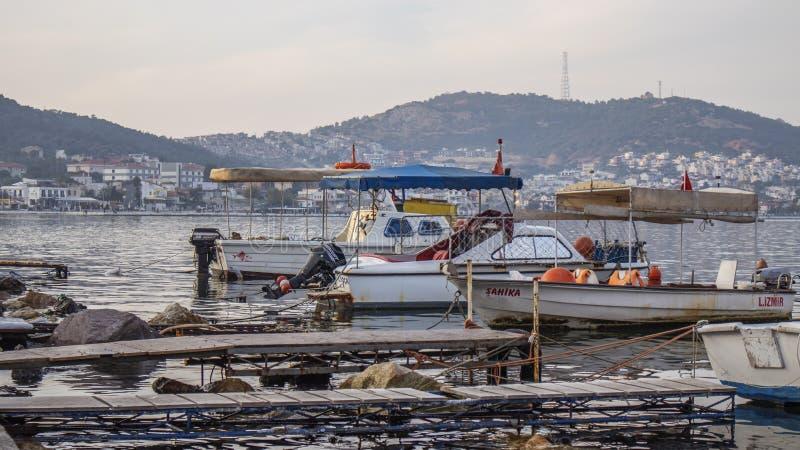 Маленькие рыболовные лодки в Джетти стоковая фотография
