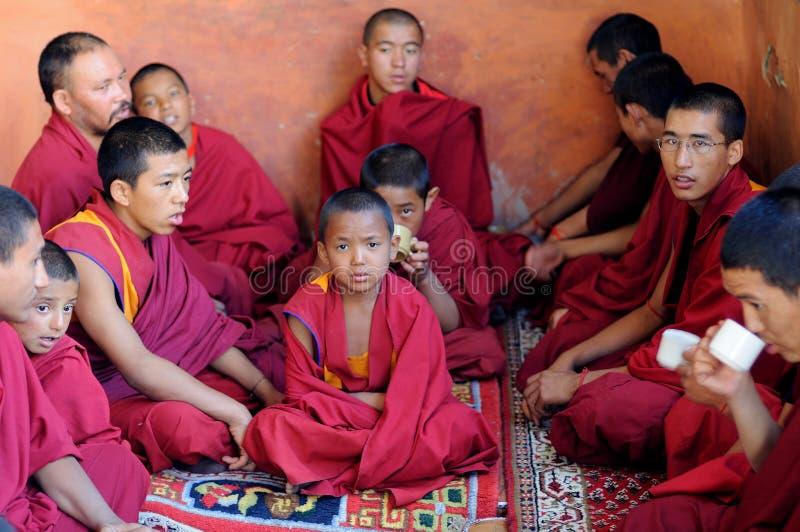 Маленькие тибетские монах стоковая фотография rf