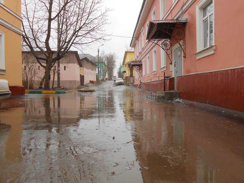 Маленький город в дождливом дне стоковое фото rf