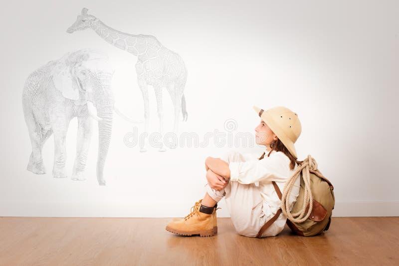 Маленький исследователь на комнате стоковые фотографии rf