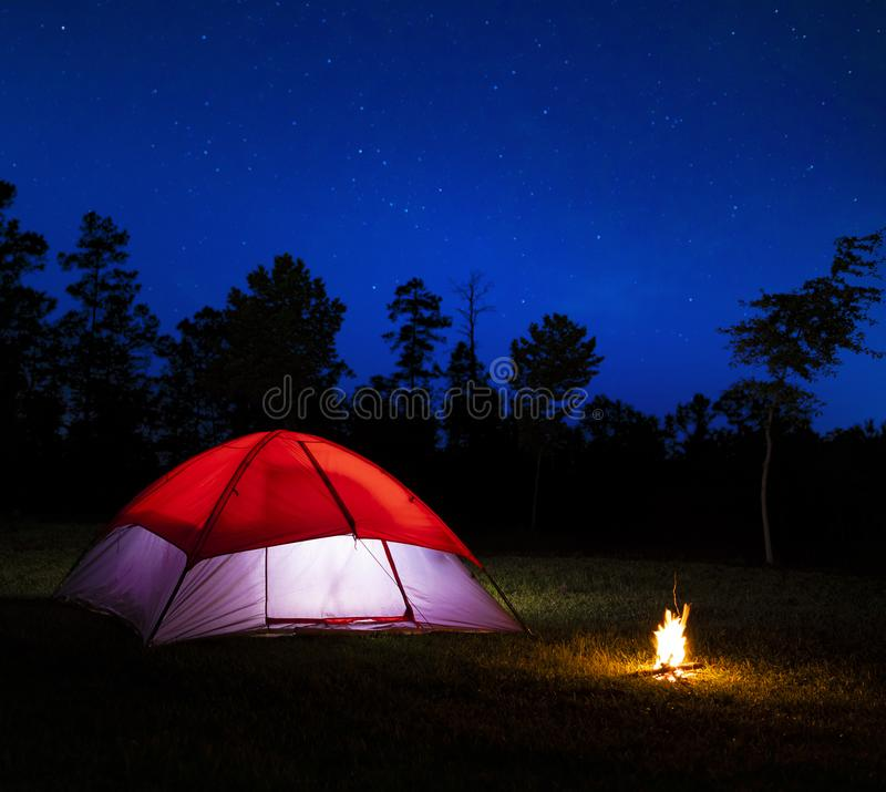 имеет ретро фото лампово костер палатка для