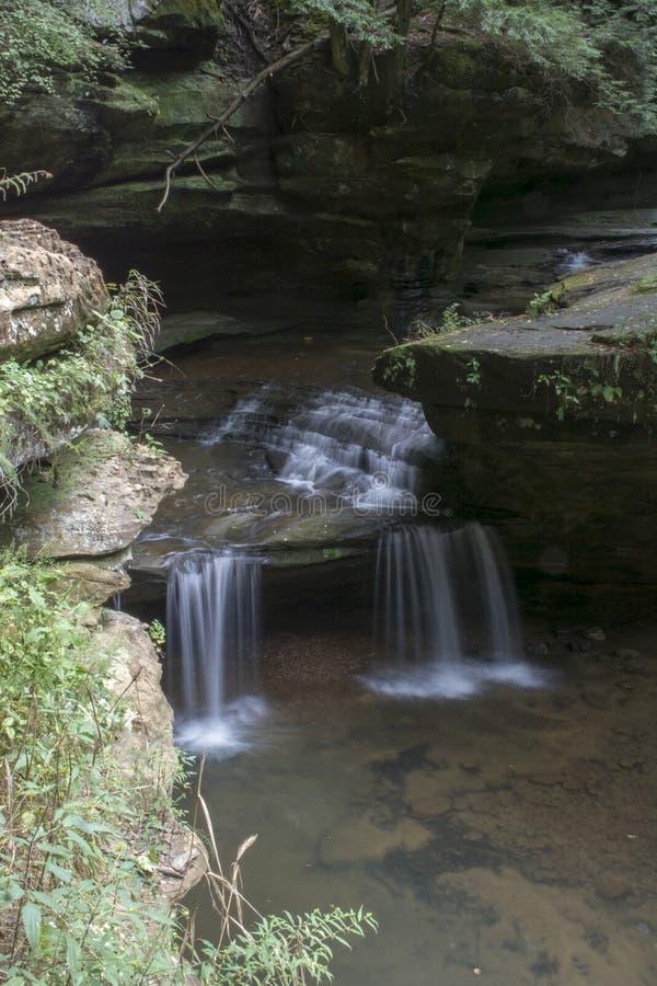 Малый водопад на пещере ` s старика стоковое изображение rf