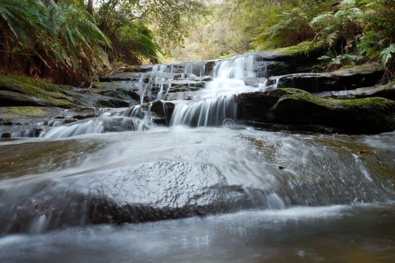 Download малый водопад стоковое фото. изображение насчитывающей положение - 6856688