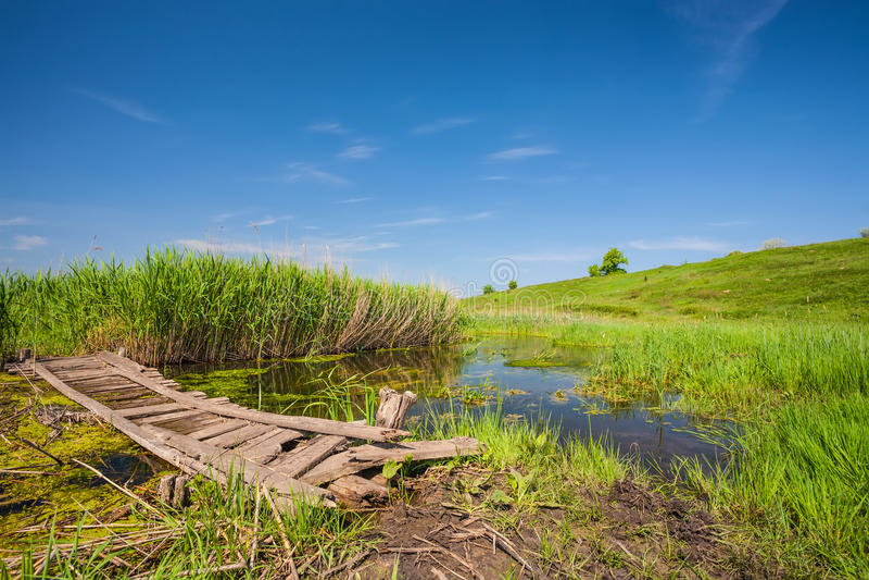 Малый деревянный мост стоковое изображение