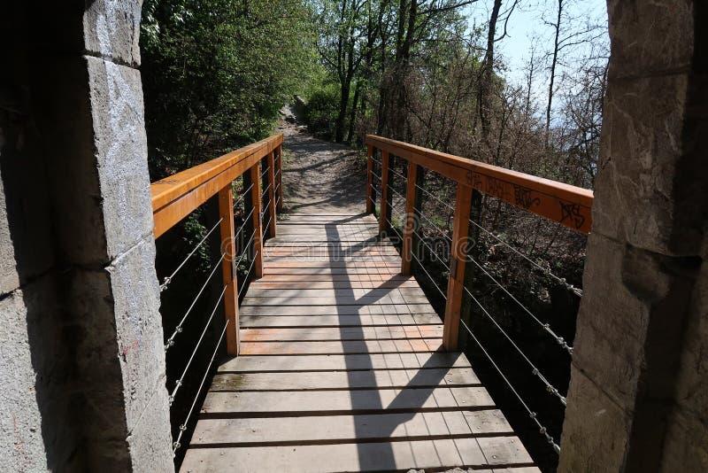 Малый деревянный footbridge около точки зрения Бастилии Ла стоковая фотография