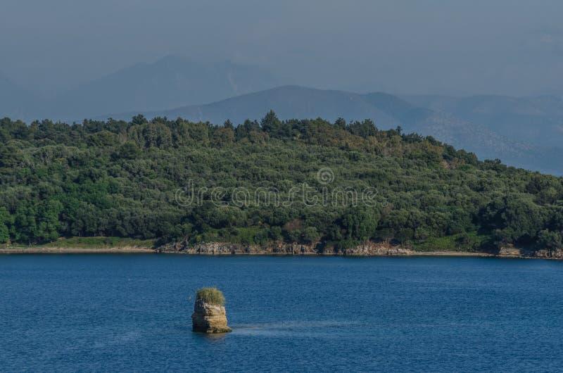 малый и большой остров стоковая фотография rf