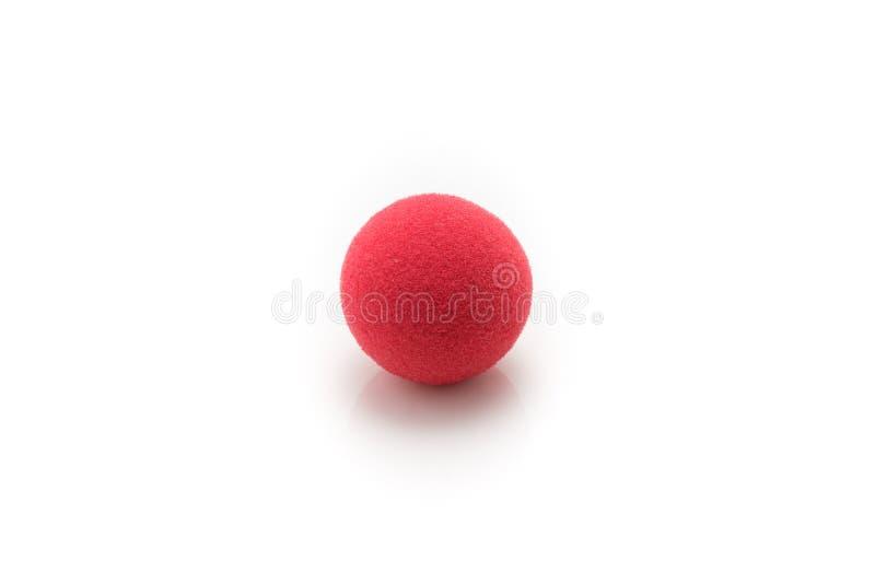 Малый красный шарик губки, на белой предпосылке стоковая фотография rf