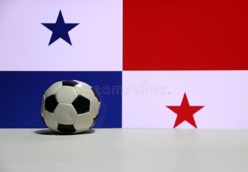 Малый футбол на белой нации пола и жителя Панамы сигнализирует предпосылку стоковое изображение rf