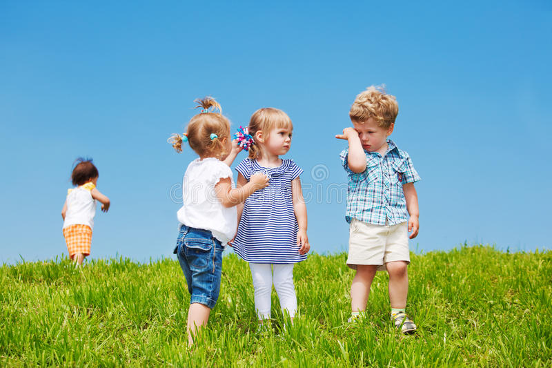 малыши группы стоковые фотографии rf