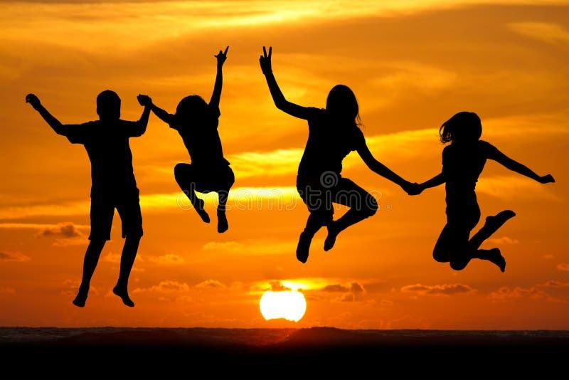 Малыши захода солнца стоковое изображение