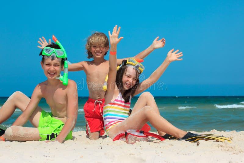 малыши пляжа стоковая фотография