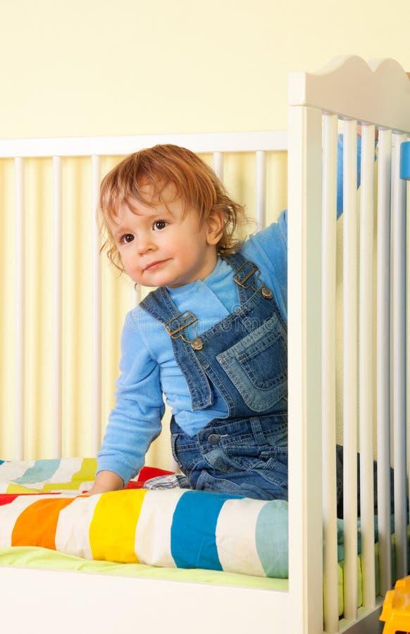 малыш кровати стоковая фотография