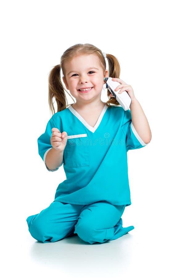Малыш одетый как температура доктора измеряя стоковое изображение