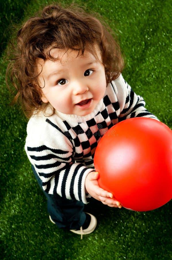 малыш шарика немногая красное стоковое изображение rf