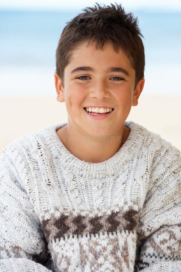 мальчика портрет outdoors подростковый стоковое изображение rf
