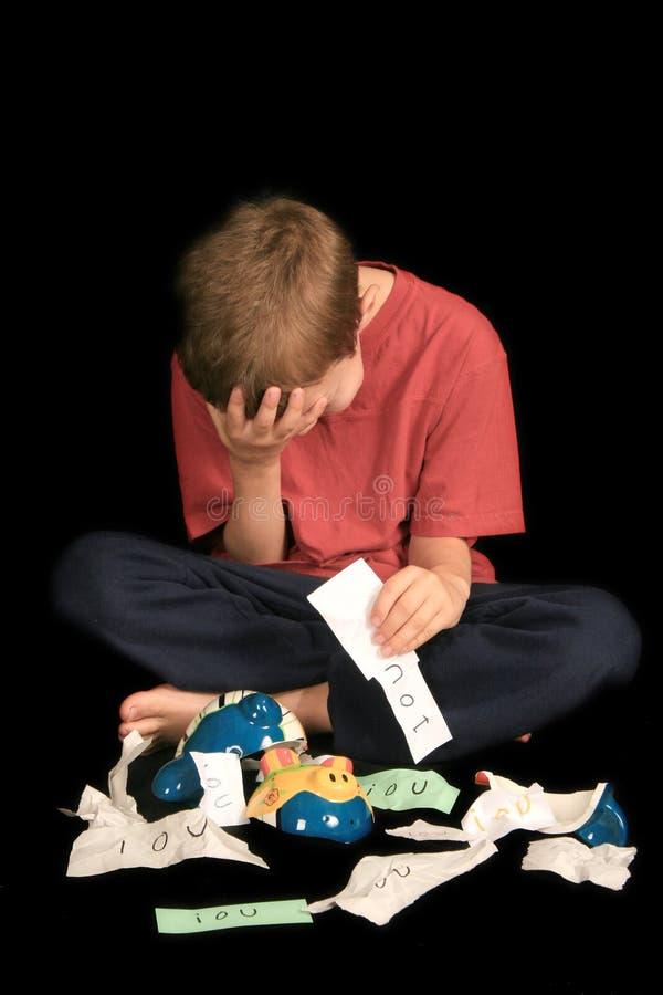 мальчик банка находя полное iou s стоковые фотографии rf