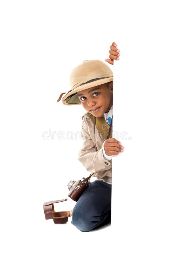 Мальчик в одеждах сафари стоковые изображения rf