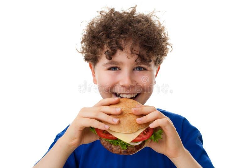 мальчик есть здоровых детенышей сандвича стоковые фото