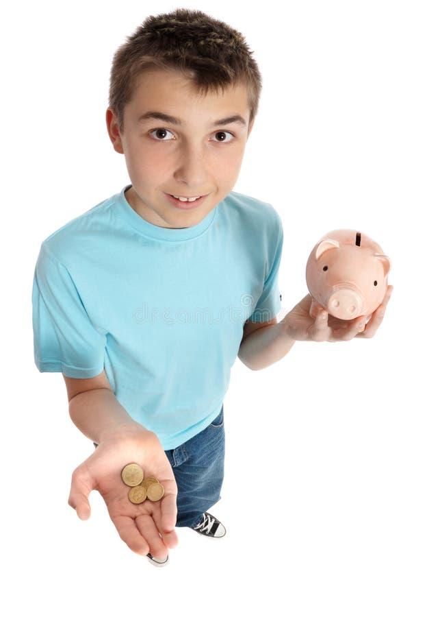 мальчик коробки чеканит деньги удерживания стоковые фотографии rf