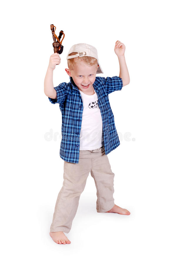 мальчик меньшее slingshoot стоковые фотографии rf