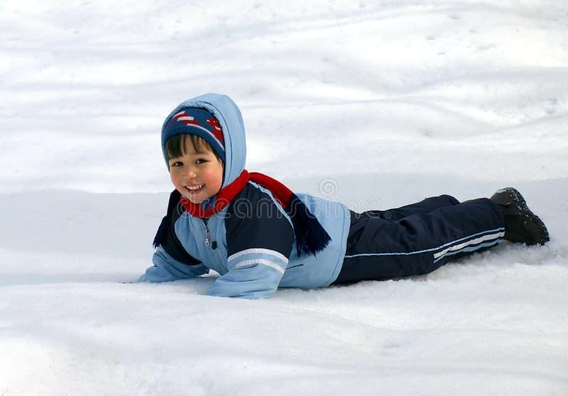 мальчик меньшяя зима стоковое фото rf