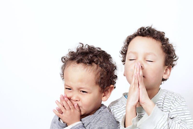 Мальчик моля к богу стоковое фото rf