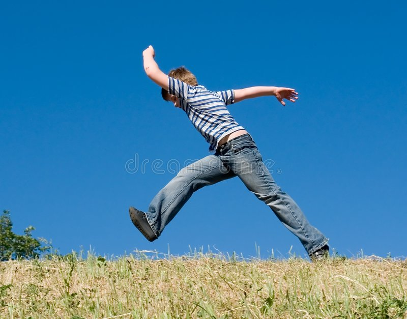 мальчик немногая бежит стоковые фотографии rf