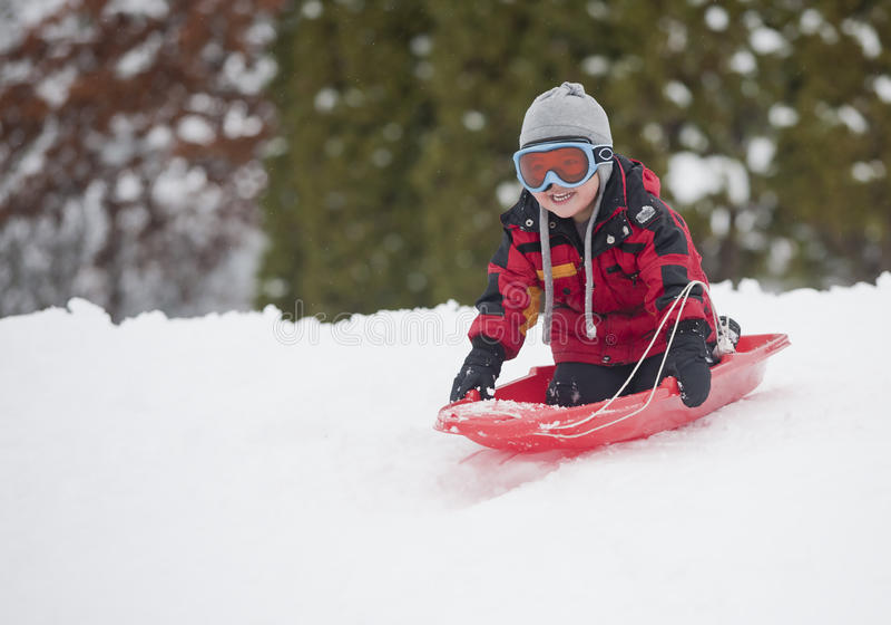 мальчик немногая sledding стоковая фотография