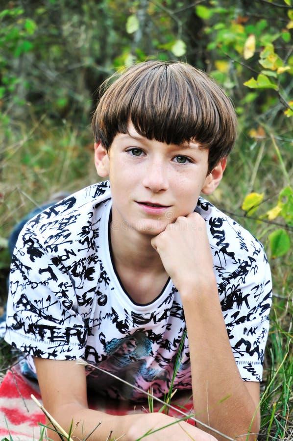 мальчик предназначенный для подростков стоковое изображение