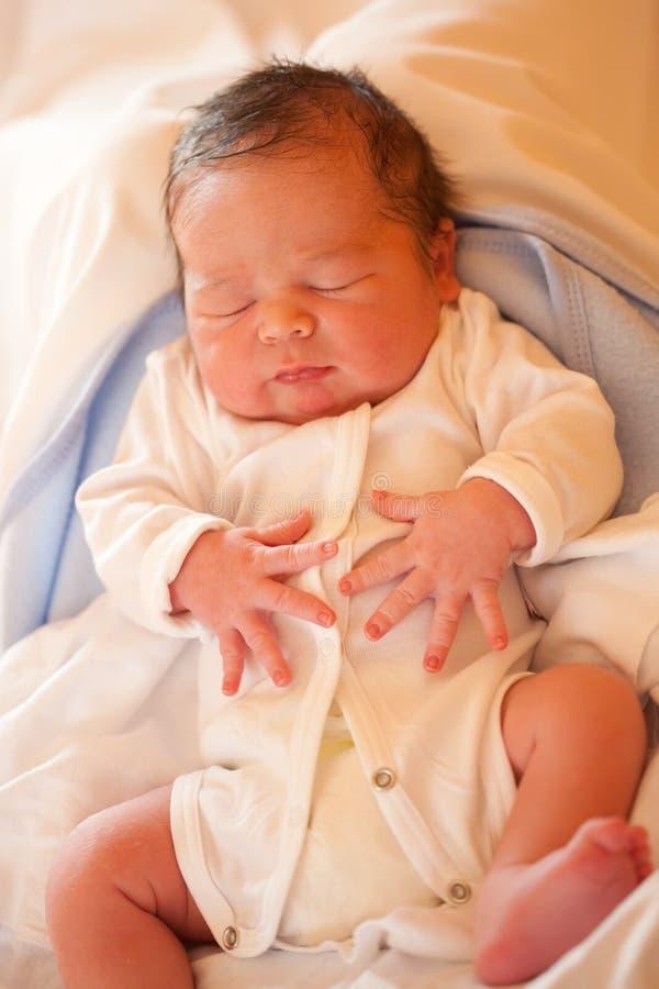 мальчик рожденный младенцем новый стоковое изображение rf