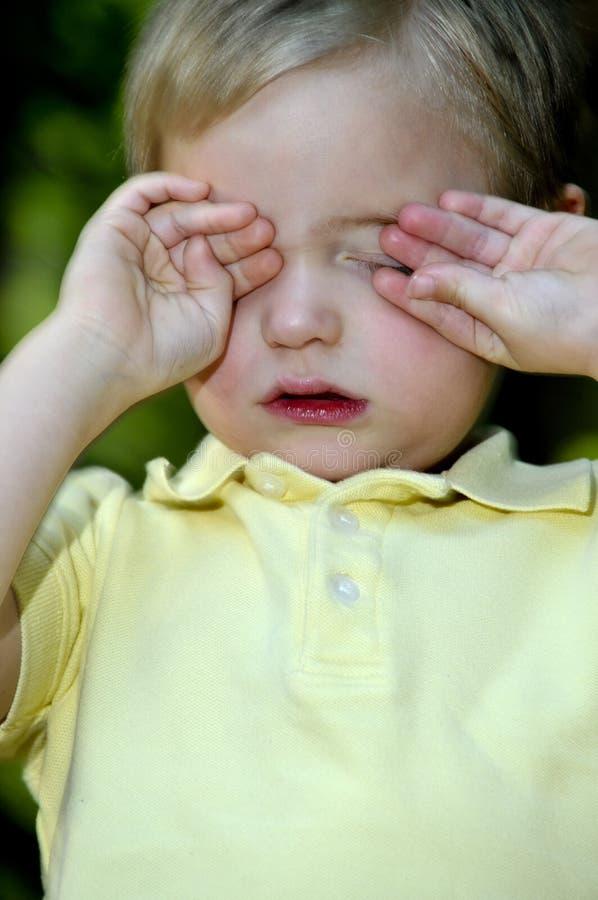 мальчик сонный стоковое фото rf