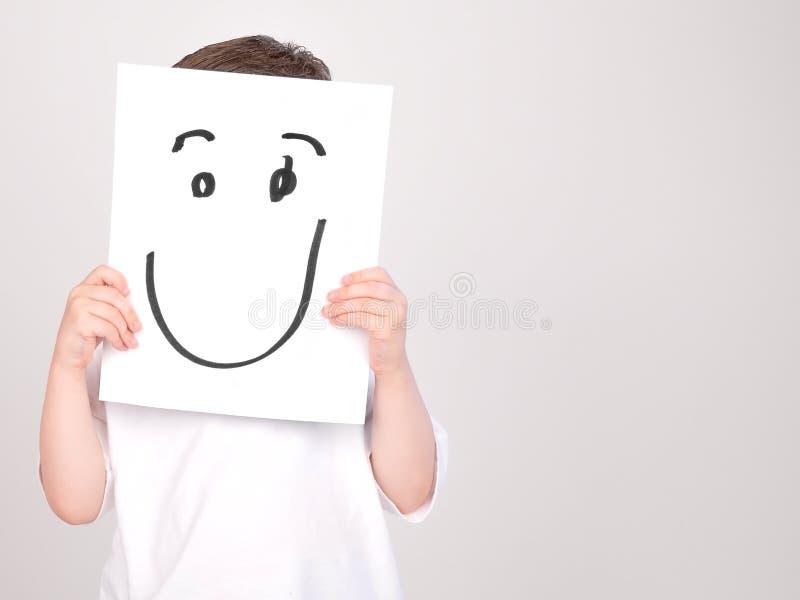 Мальчик счастливой стороны бумажный стоковая фотография rf