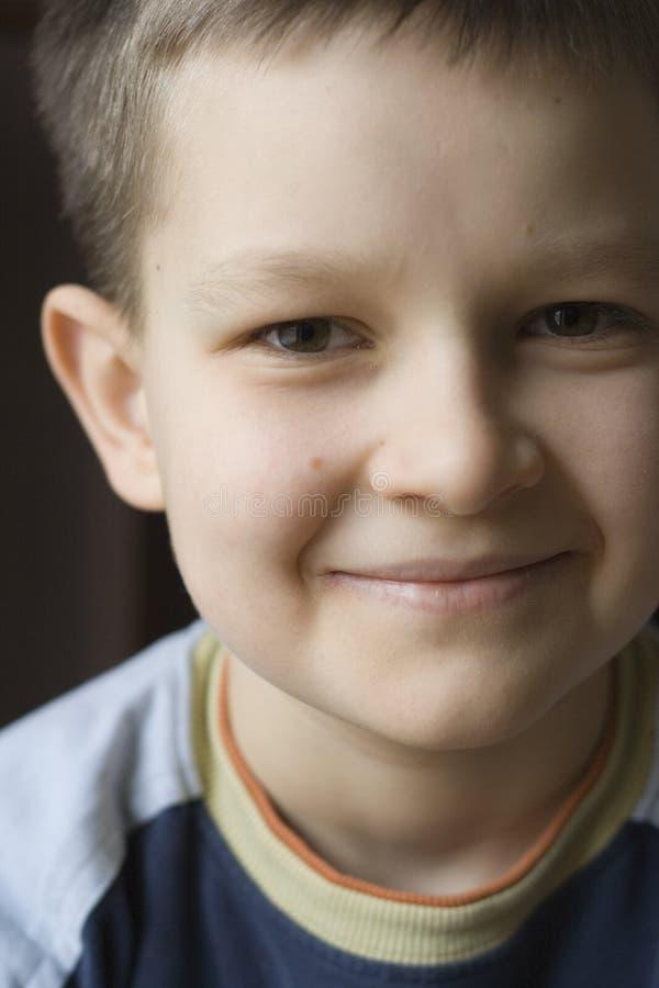 Download мальчик счастливый очень стоковое изображение. изображение насчитывающей смотреть - 495693