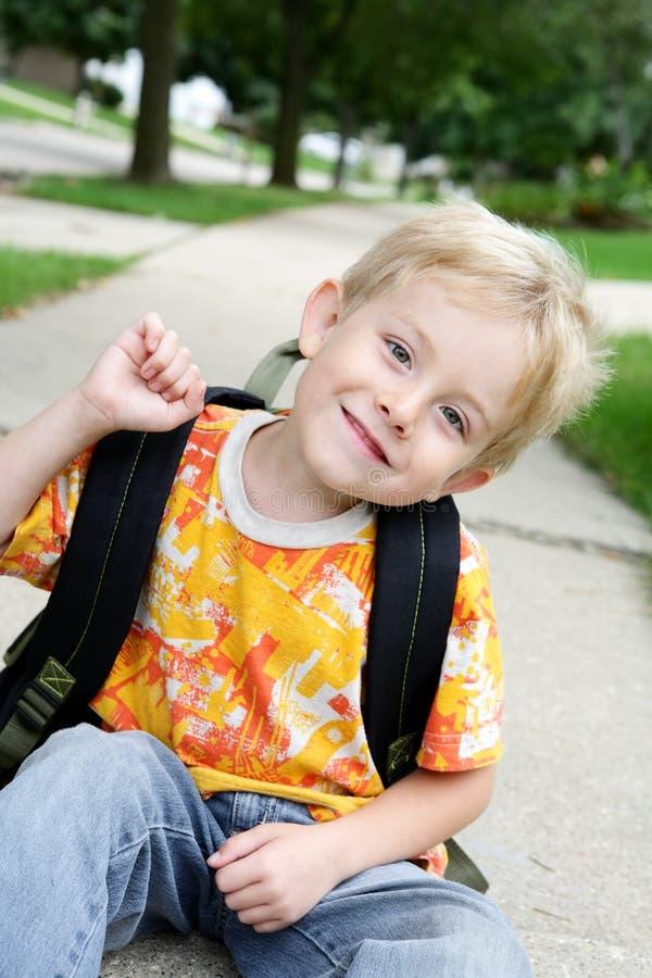 мальчик счастливый стоковое изображение rf
